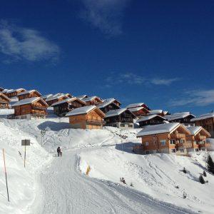 Belalp het weggetje van het chalet naar de skischool en skiliften